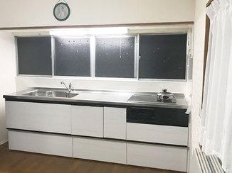 キッチンリフォーム 食洗機を内蔵にして調理スペースをスッキリさせたシステムキッチン