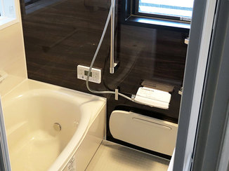 バスルームリフォーム バリアフリーのあたたかくお掃除しやすいバスルーム