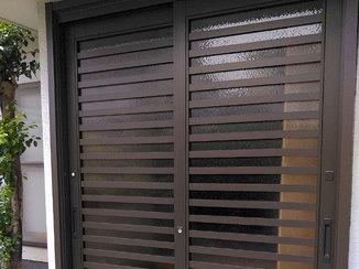 エクステリアリフォーム 採光できる今風の玄関ドア